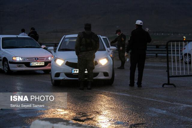 جدیت پلیس هدایت و رانندگی قم در اجرای طرح فاصله گذاری اجتماعی