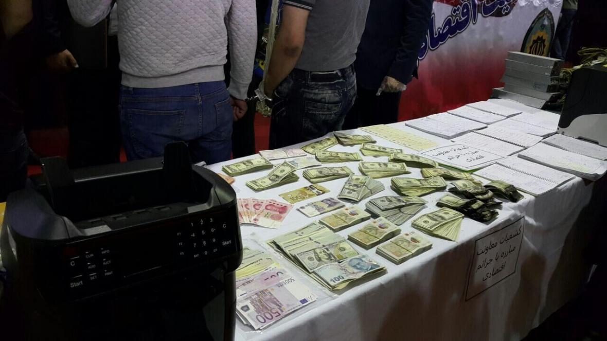 خبرنگاران قاچاقچی ارز در فرودگاه امام (ره) بیش از سه میلیاردریال جریمه شد