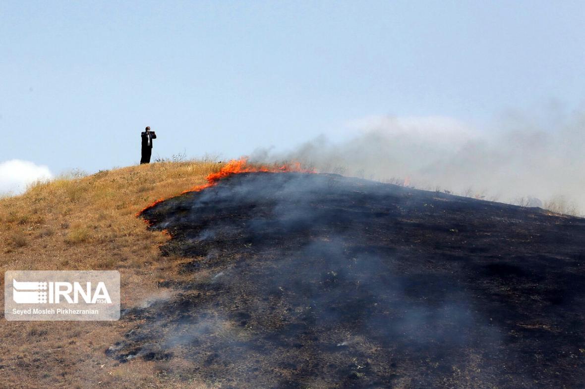 خبرنگاران آتش سوزی مراتع اسدلی و قردانلوی بجنورد خاموش شد